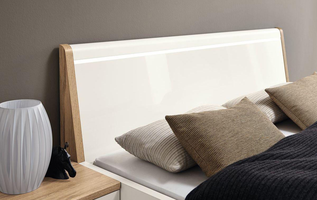 schwarze ledspots in der decke. Black Bedroom Furniture Sets. Home Design Ideas